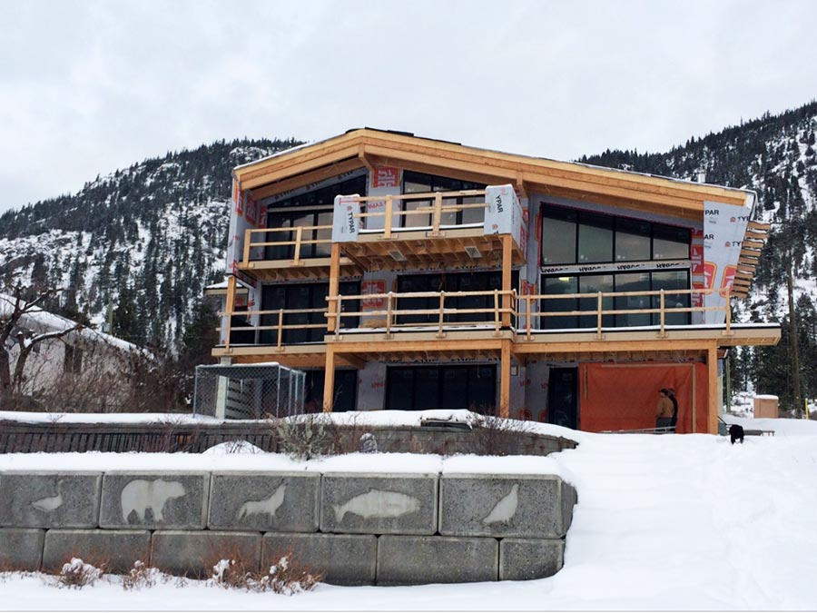 Mettler Construction Harmon Estates project- decks under way in Merritt, BC
