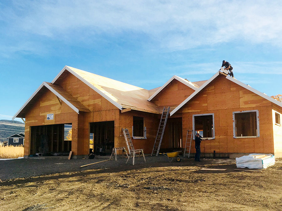 Huge roof at the Burgess Avenue project by Mettler Construction in Merritt BC